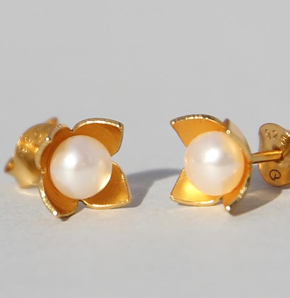 Silberohrstecker vergoldet mit SWZ Perle   Perlblütenschale mini
