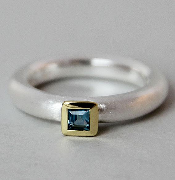 Silberring teilvergoldet mit Topas london blue | Strack smal