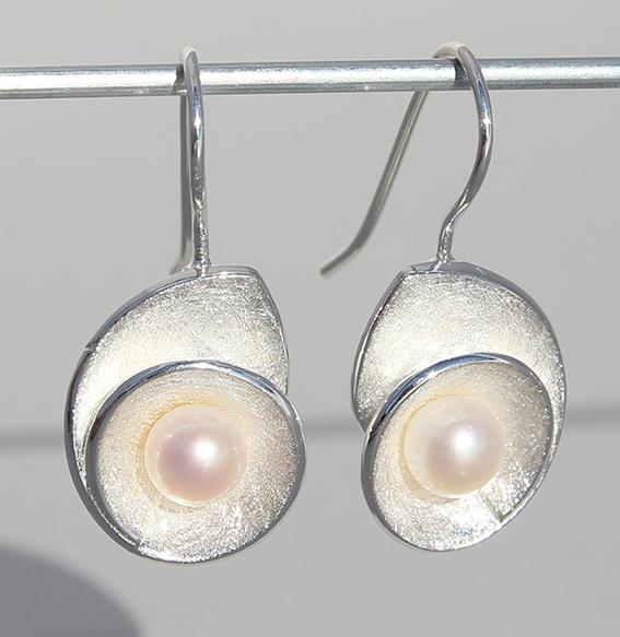 Silberohrhänger mit SWZ Perle | Lotusschnecke