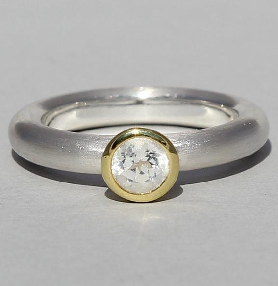 Silberring teilvergoldet mit Bergkristall   Strack round