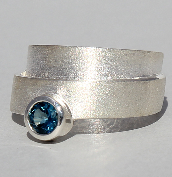 Silberring mit Topas london blue   Helix