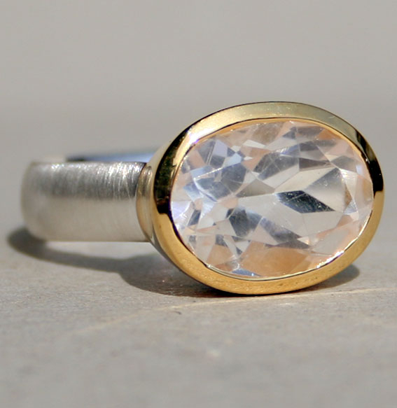 Steinring mit vergoldeter Fassung, Bergkristall