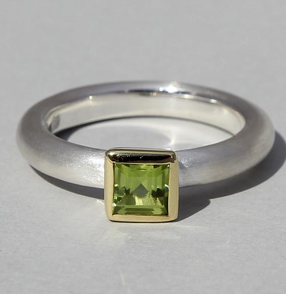 Silberring teilvergoldet mit Peridot | Strack big