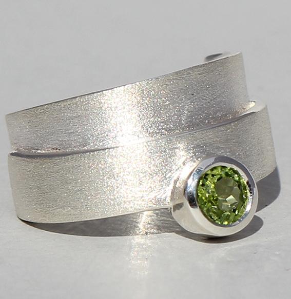 Silberring mit Peridot | Helix