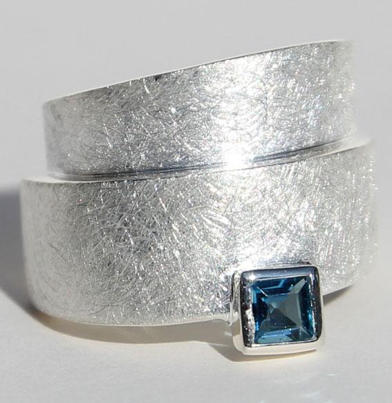 Silberring mit london blue Topas | Wickel