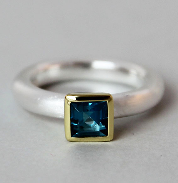 Silberring teilvergoldet mit Topas london blue | Strack big
