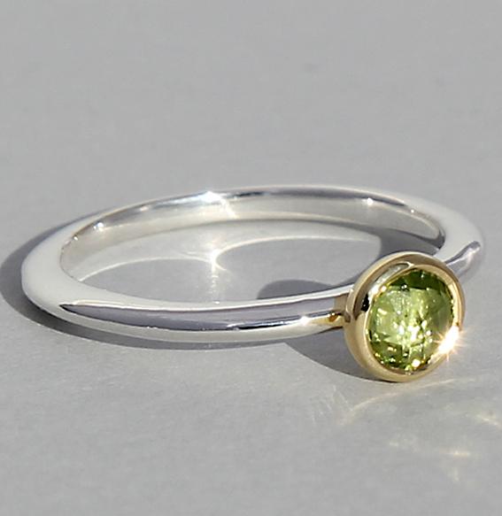Silberring teilvergoldet mit Peridot | fine flat