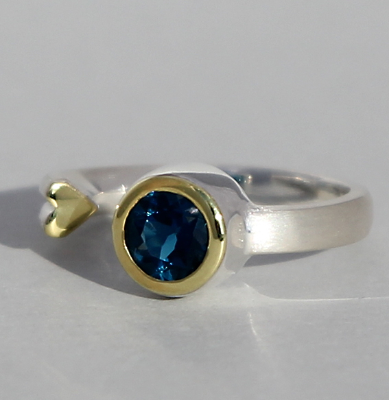 Silberring teilvergoldet mit london blue Topas   Open Heart