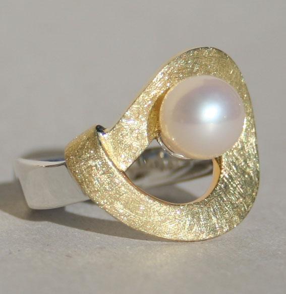 Ring -Twist round- mit SWZ Perle vergoldet