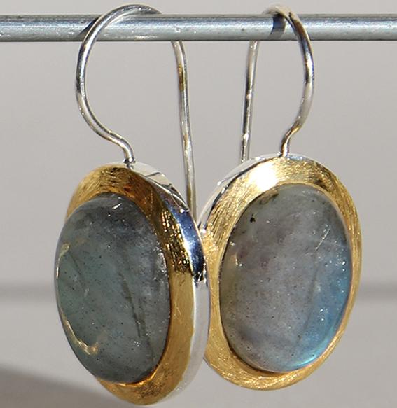 Silberohrhänger vergoldet oval | Flat mit Labradorit